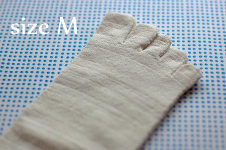 絹100%五本指靴下 Mサイズ