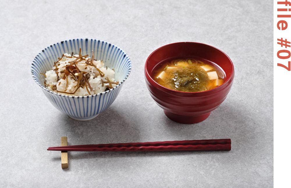 とろろ昆布とお豆腐のお味噌汁